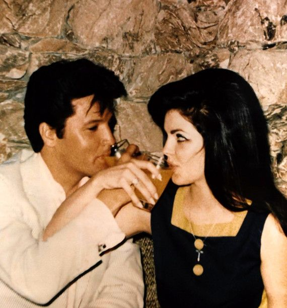 "Résultat de recherche d'images pour ""Elvis and Priscilla Presley during their honeymoon in Palm Springs, CA., May 2, 1967."""
