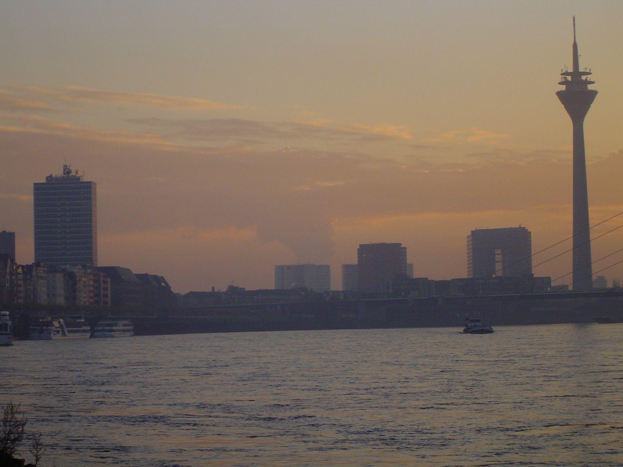 Düsseldorf Rheinufer am Morgen