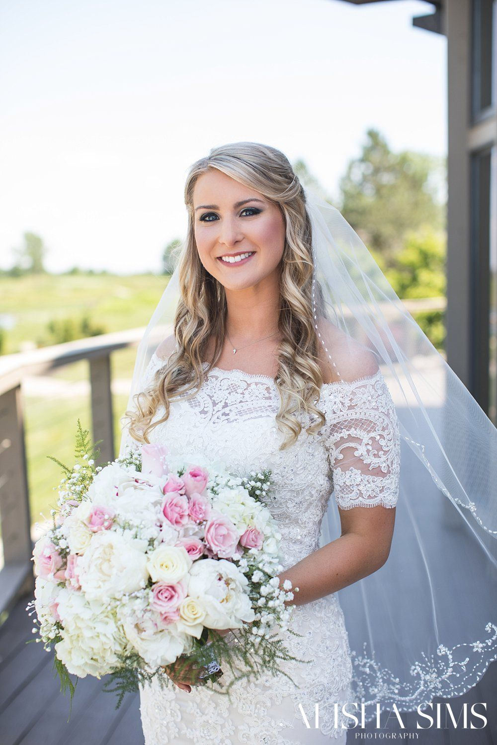 Alisha Sims Is A Wedding Photographer And Portrait Based In The Evansville Indiana Region