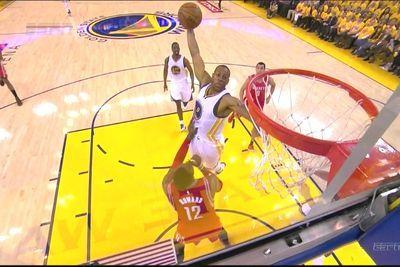 Andre Iguodala unleashes thunderous dunk over Dwight Howard