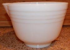 VINTAGE PYREX HAMILTON BEACH MIXING BOWL WHITE MILK GLASS RIBBED W/ SPOUT