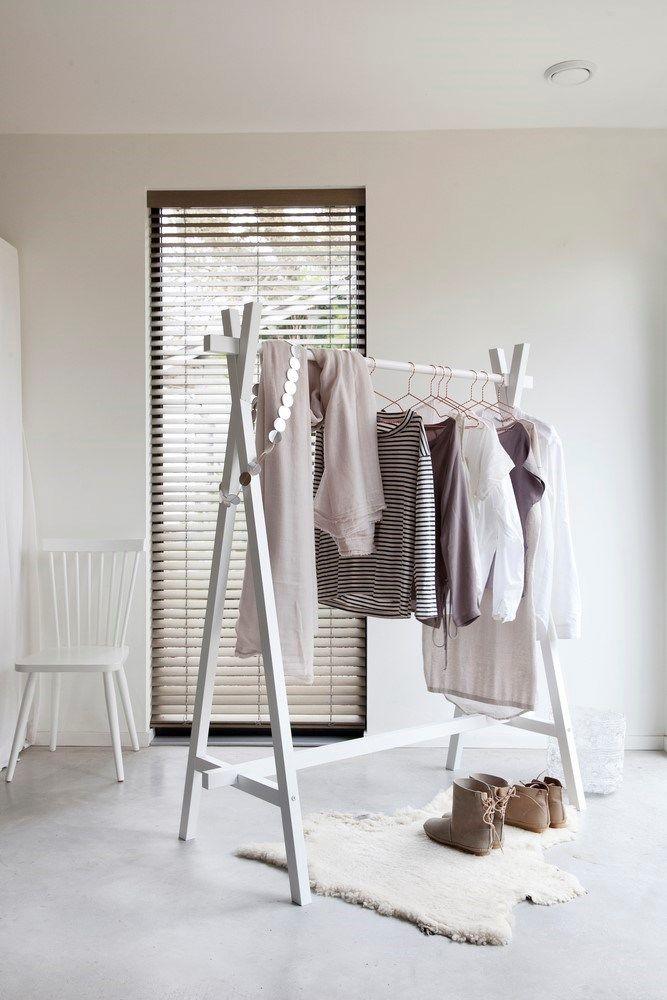Mooi kledingrek vtwonen kledingrek hout lak wit vtwonen design online slaapkamer - Slaapkamer hout ...