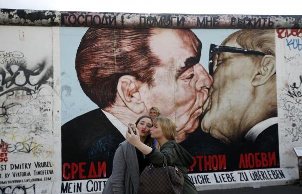 Editor S Choice East Side Gallery Berlin Wall Street Art