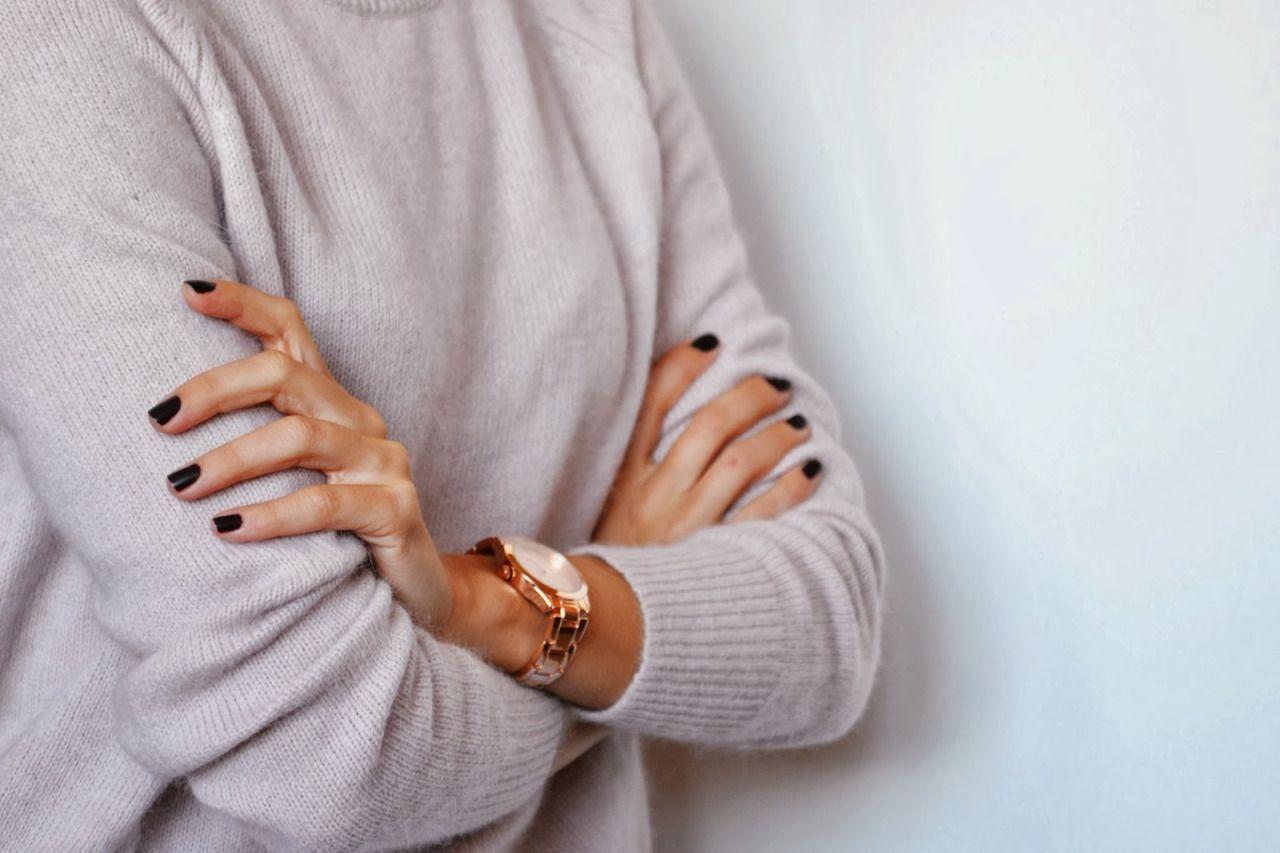 Black nails make this rose gold watch 'pop'