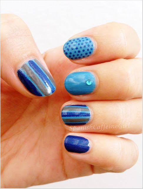 manicura en azul y gris