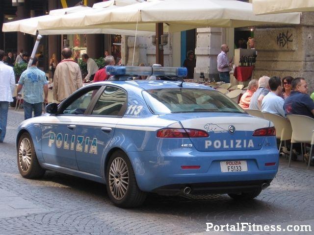 un altro episodio che Johan ha avuto con la polizia e' quando a Via Gioberti vicino alla stazione Termini si ha messo d'accordo con una prostituta di andare nella sua stanza in un albergo quando la polizia lo ferma e cominciano a fare delle domande. Johan non capisce come questo sia problema di loro. Johan non capisce che la prostituzione sia illegale in Italia. (p. 121)