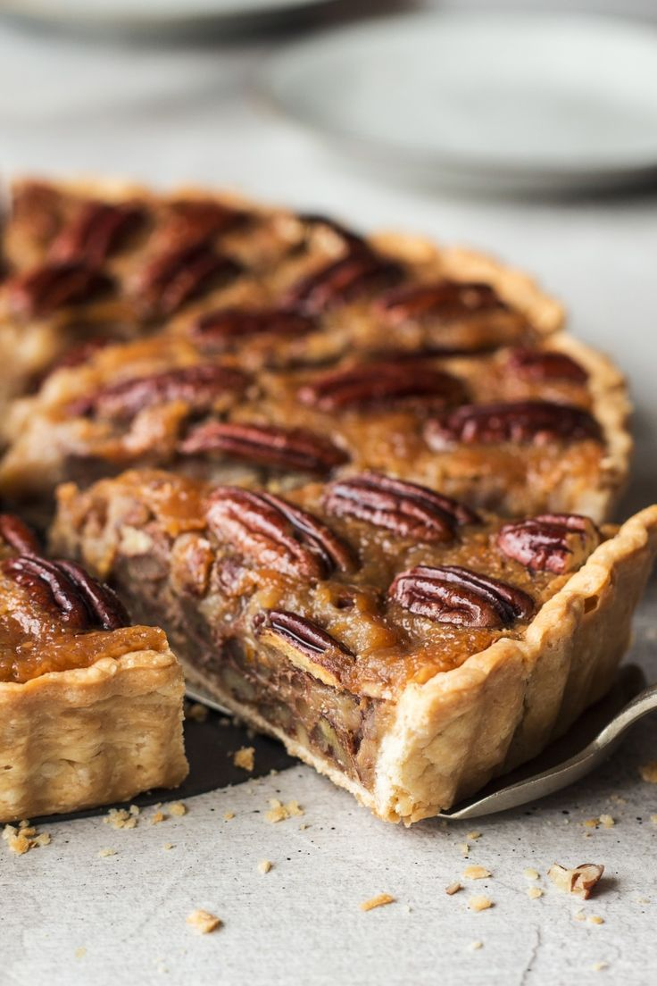 Vegan pecan pie - Lazy Cat Kitchen #sweetpie