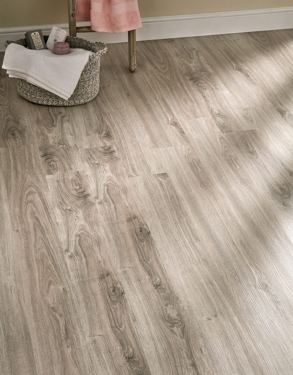Taking Inspiration From The Beauty Of Natural Wood The Venice Tile Wood Collection Consists Of Varying Eye Catching Lvt Flooring Vinyl Wood Flooring Flooring