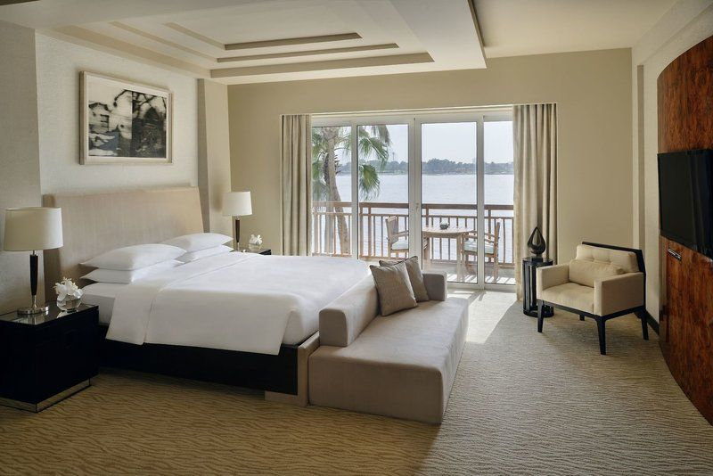 Location This Elegant Hotel Is Located At The Heart Of Dubaiu2019s Vibrant Bustling Centre Directly Beside The Beautifu Luxury Rooms Elegant Hotel Park Hyatt