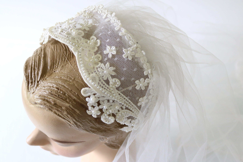 Vintage Wedding Veil Headpiece Lace 1960s In 2020 Wedding Veil Vintage Vintage Veil Headpiece Wedding Veils Headpieces