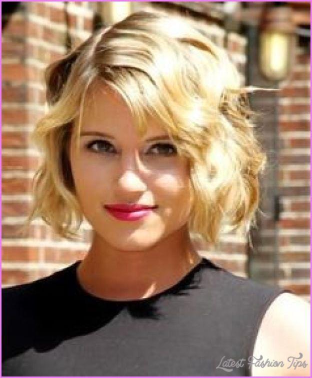 Cool Short Haircut Curly Hair Oval Face Short Wavy Haircuts Short Hair Styles For Round Faces Wavy Haircuts