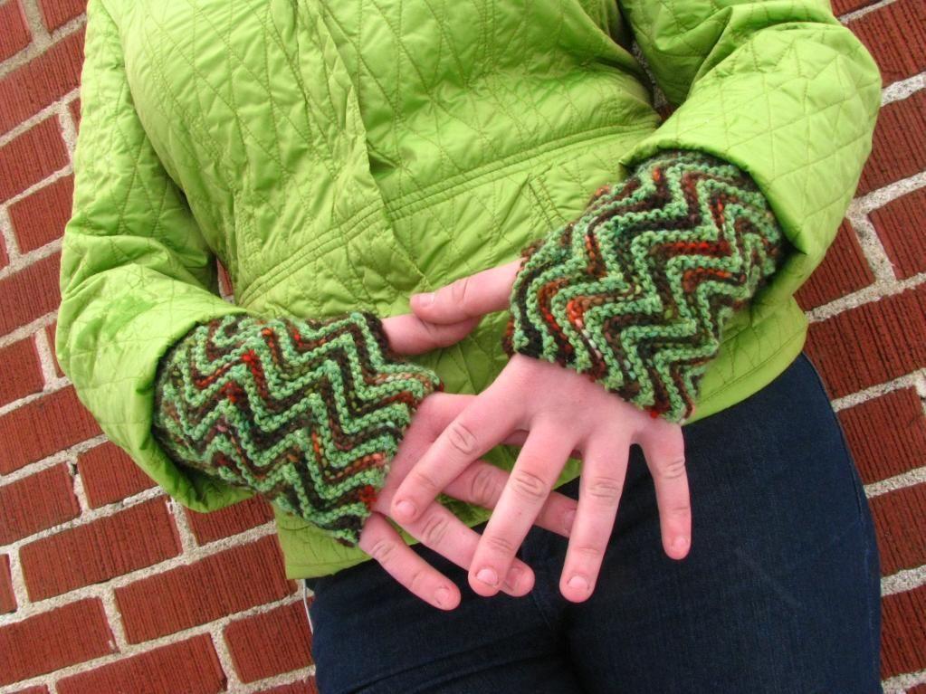 Free Fingerless Gloves Knitting Pattern Roundup