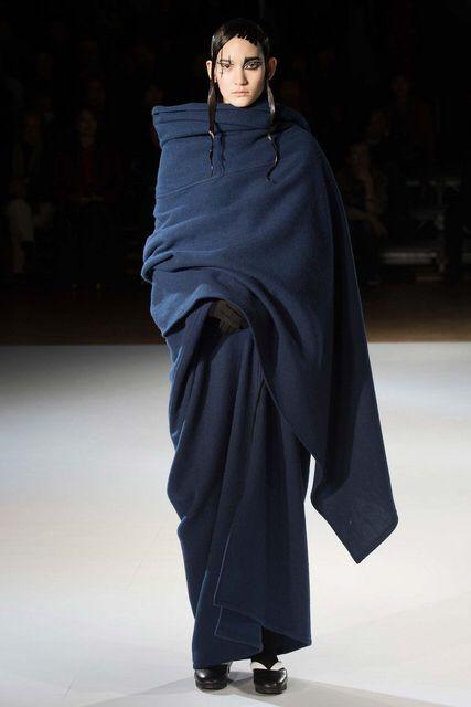 Pero esto una manta?, eso si pinta suave tiene, con unas clanquis y listo. Con todo mi respeto Sr.Yamamoto. MF