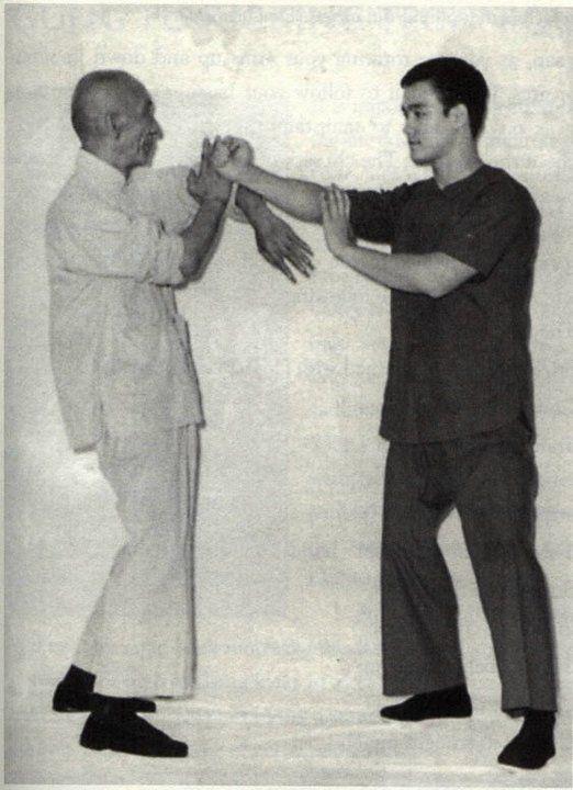 Bruce Lee Photo Bruce Lee Bruce Lee Martial Arts Bruce Lee Photos Bruce Lee