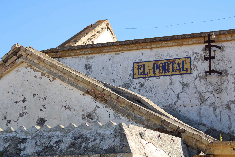 lateral de la estación de ferrocarril de El Portal en Jerez de la Frontera
