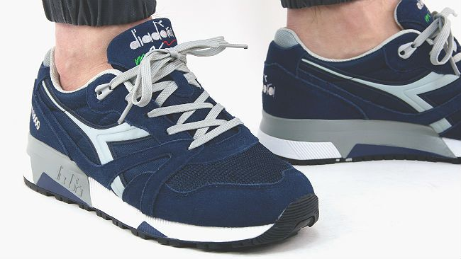 Confort and style are the main features of the Diadora N9000 NYL Navy, a new