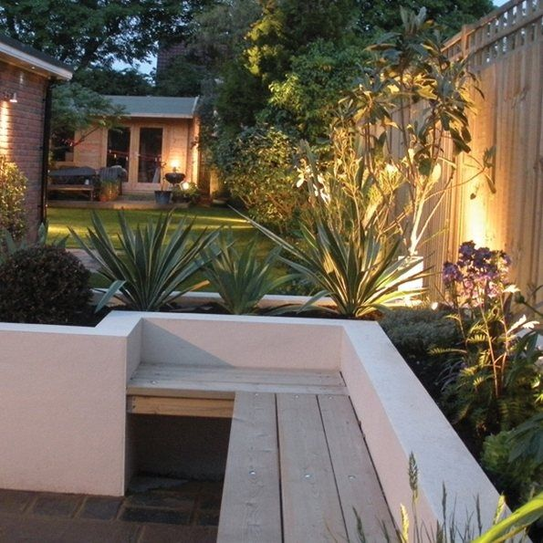 Patio Contemporain: Garden Rendered Wall With Seating - Google Search