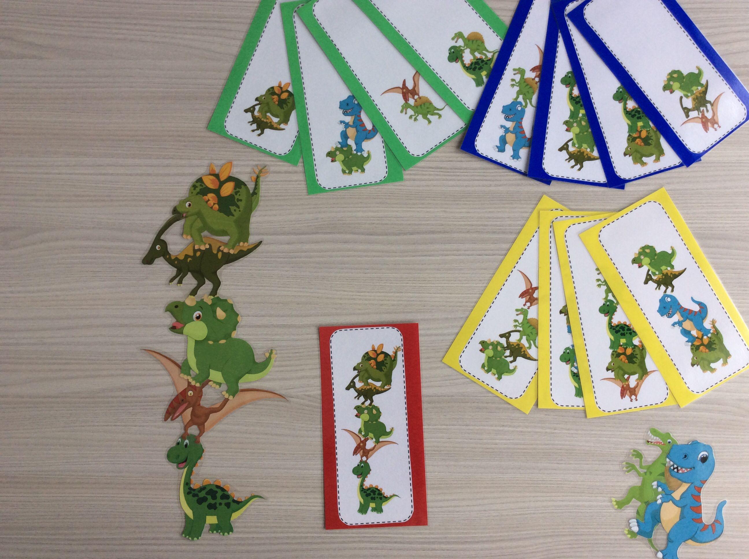 Stapeldino's met opdrachtkaarten in 4 verschillende niveaus volgens het aantal dinosaurussen. *liestr*