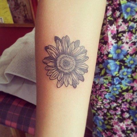 daisy flower tattoo hippie boho tattoos pinterest daisy flower tattoos flower tattoos and. Black Bedroom Furniture Sets. Home Design Ideas
