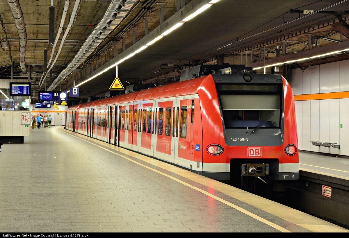 423 Db Ag Linke Hofmann Busch Br 423 At Munchen Germany By Dariusz Zaruk Train Germany Public Transport
