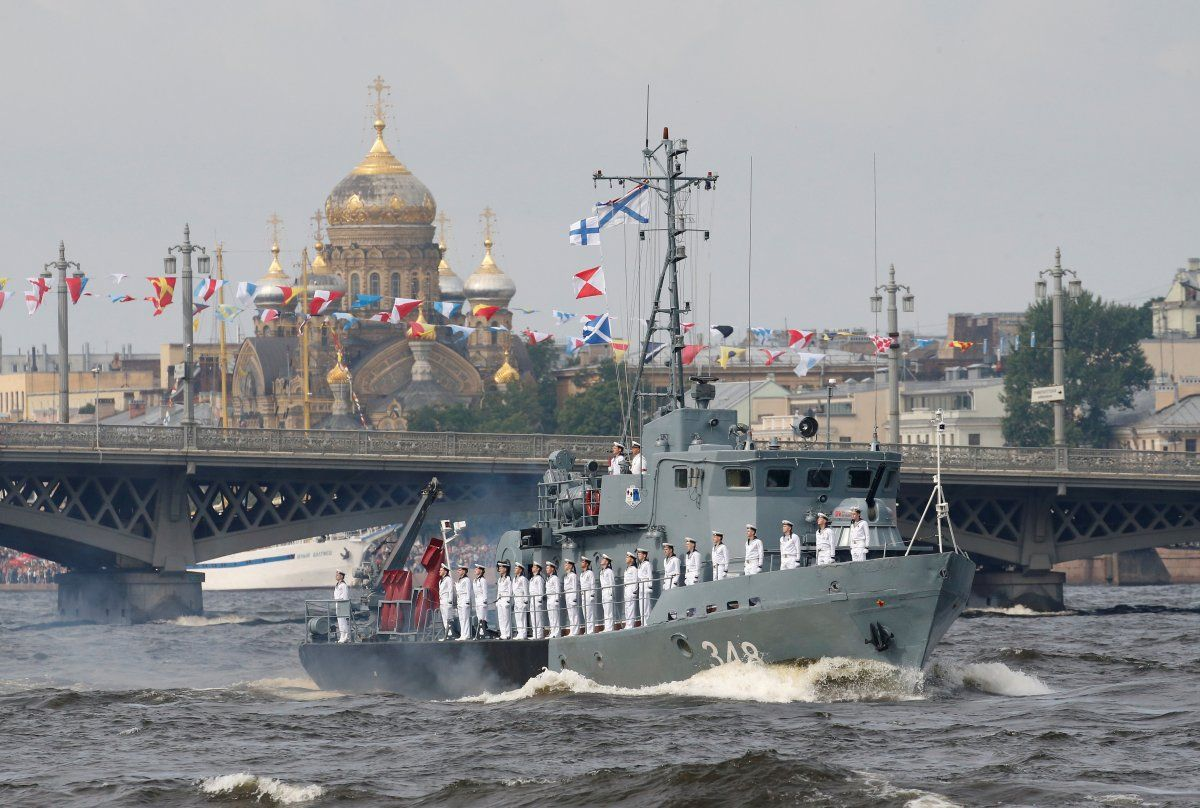 15 Photos Of Russia S Unprecedented Show Of Force For Navy Day Navy Day Warship Refugee Camp