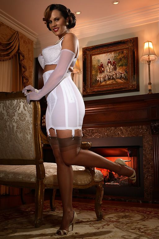 Girdle model pictures
