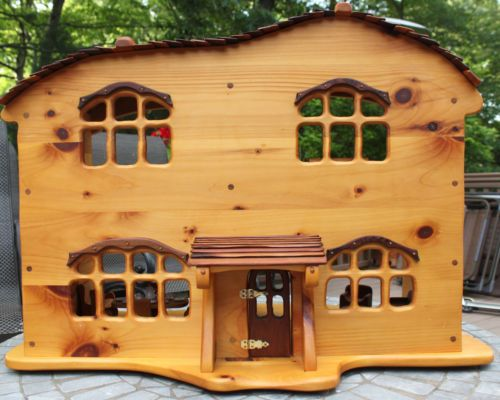 Handcrafted-Wood-Doll-House-and-Handcrafted-Wood-Furniture