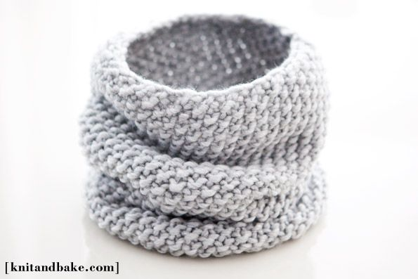 Knit and Bake: easy, one skein, one night seed stitch cowl ( free kniting pattern )