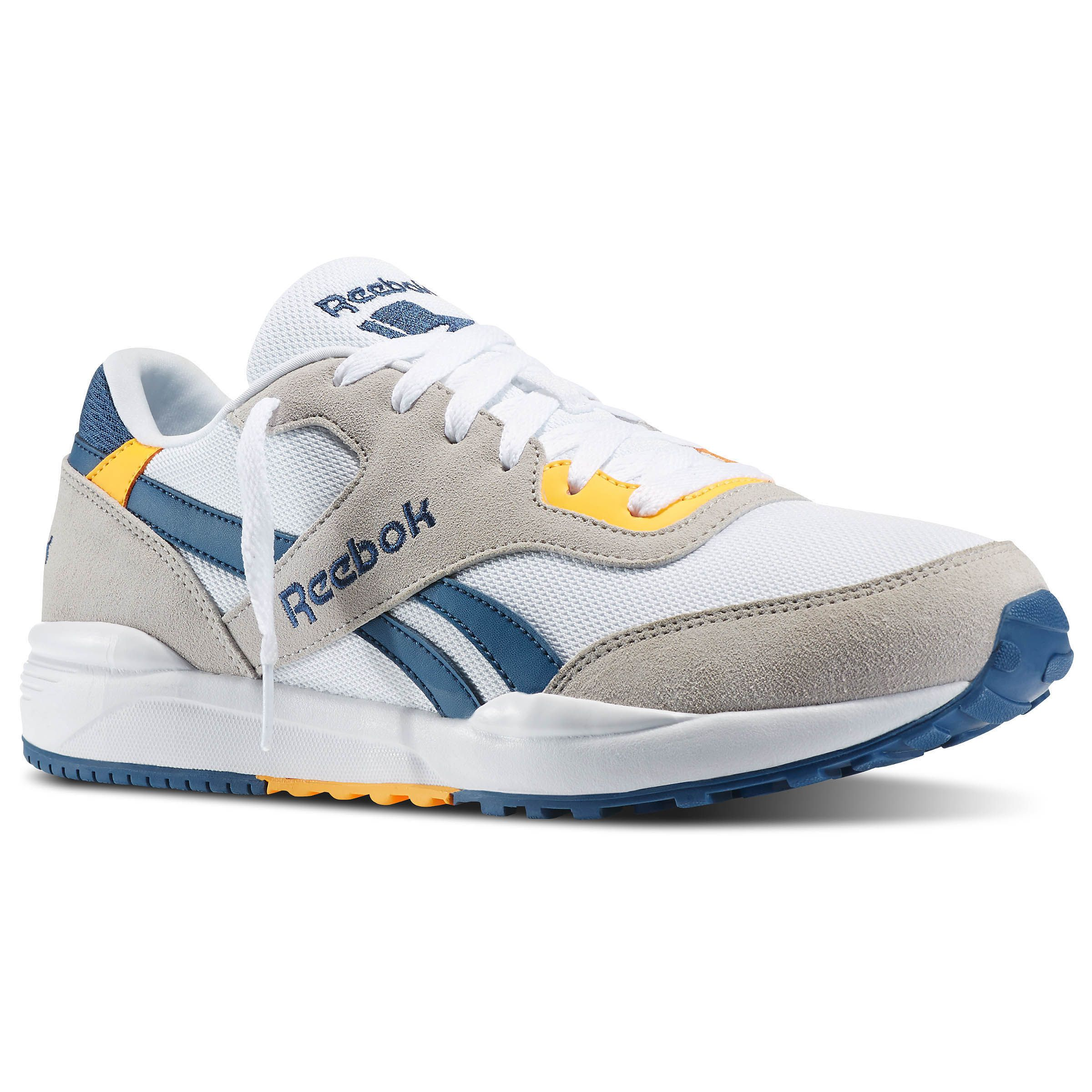 Comfort and fashion collide in the Reebok Royal Chase. Thanks to a mix of  color