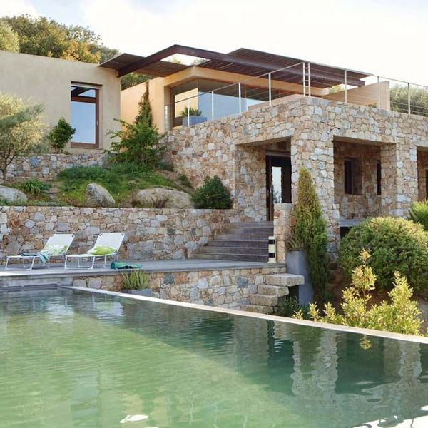 Maison moderne à Balagne en Corse | Corsica, Outdoor living and House