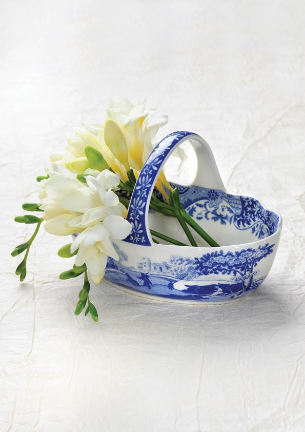 Spode's beautiful blue and white collection was launched in 1816 and has been considered and iconic English design ever since. #BlueItalian #Spode