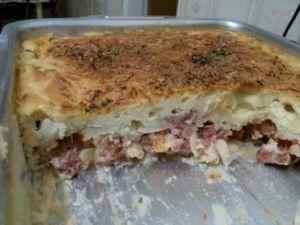 A Torta de Presunto e Queijo é diferente de tudo o que você já provou, porque ela derrete na boca – já que leva batata na massa – e é muito saborosa. Faça