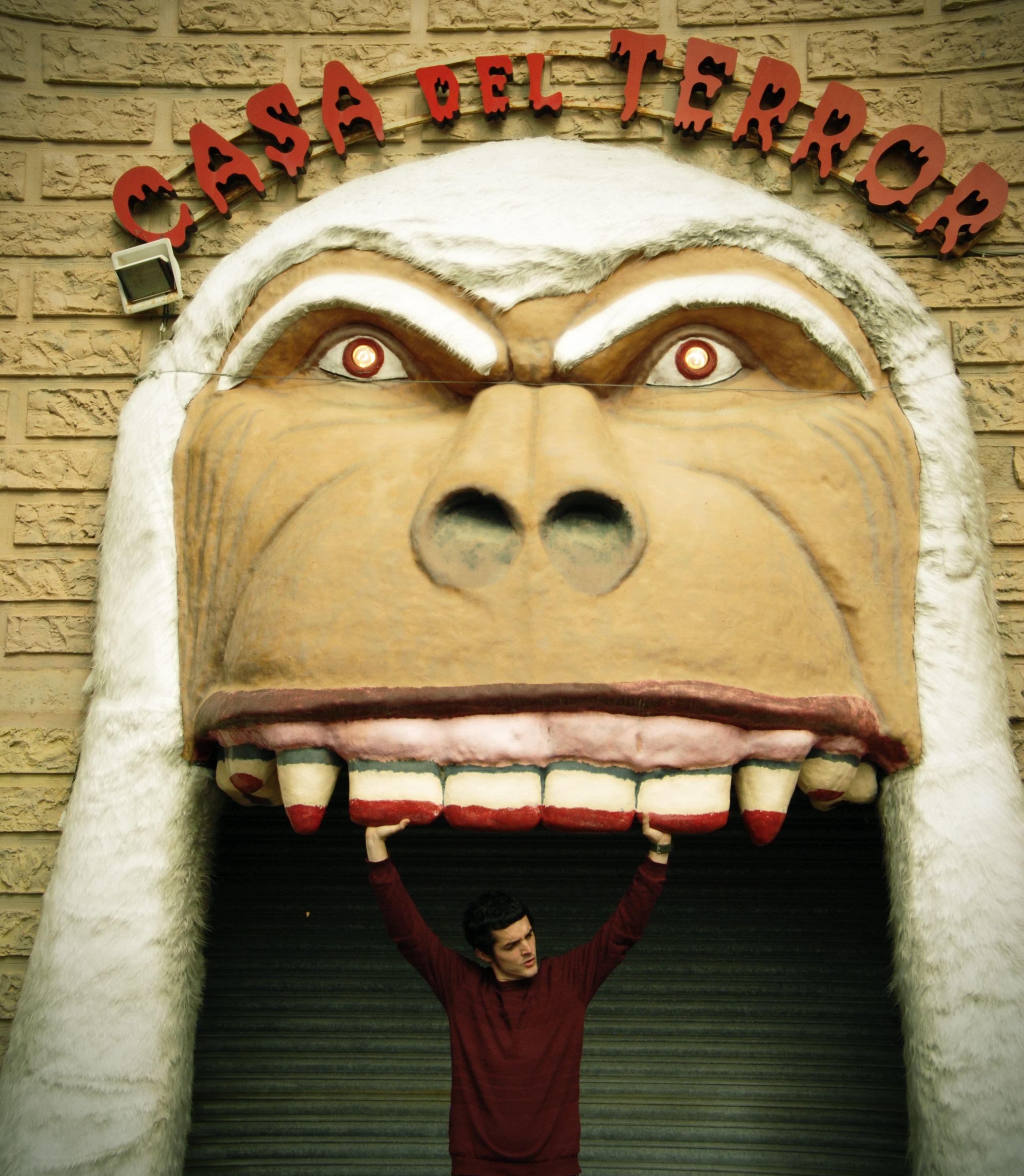 Gorila + Gorila = Terror. critical T_Rex