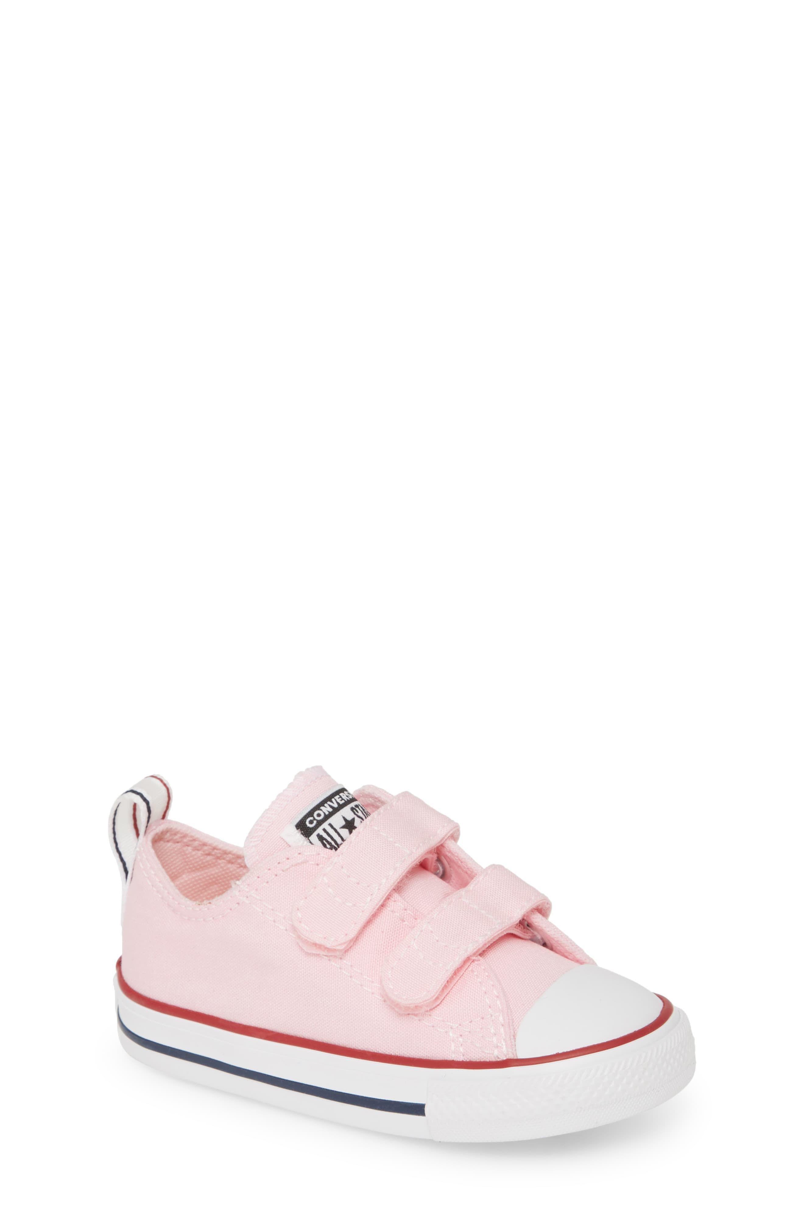 Converse Chuck Taylor® Low Top Sneaker (Baby, Walker
