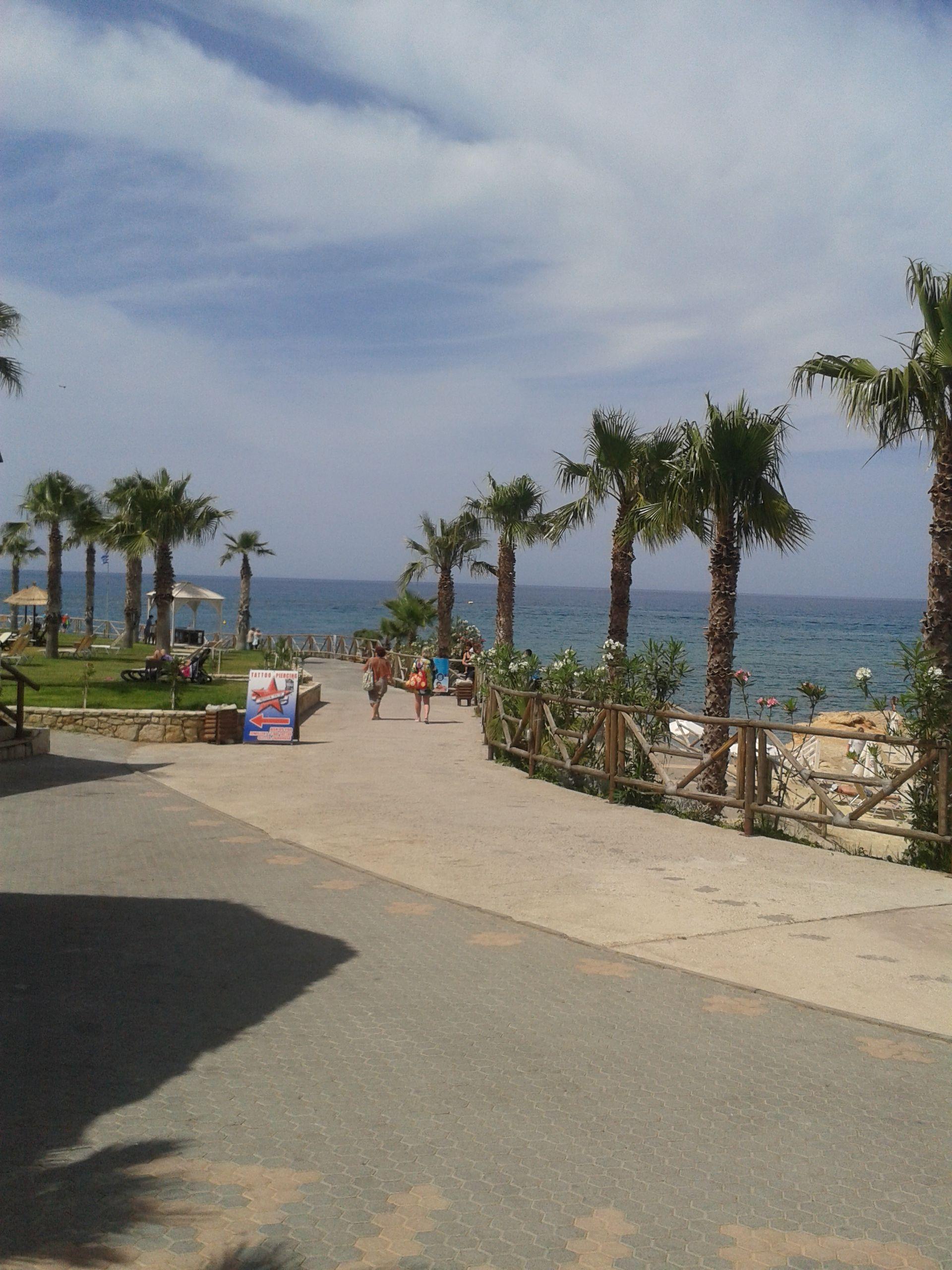 Weg op Starbeach naar strand, super mooi uitzicht op de zee