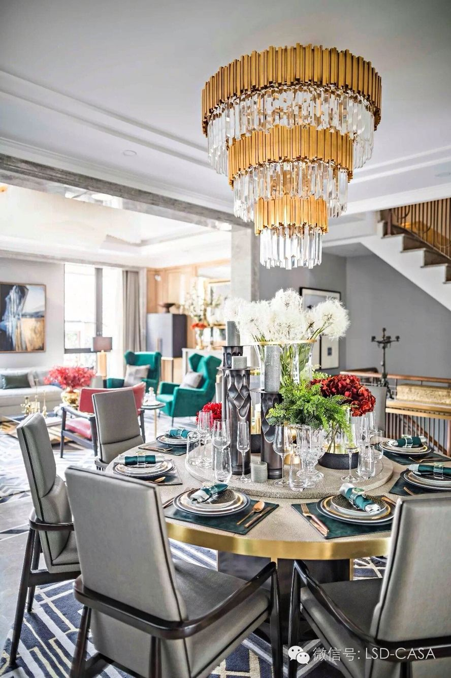 Glamorous and exciting dining room decor.  See more luxurious interior design details at http://luxxu.net
