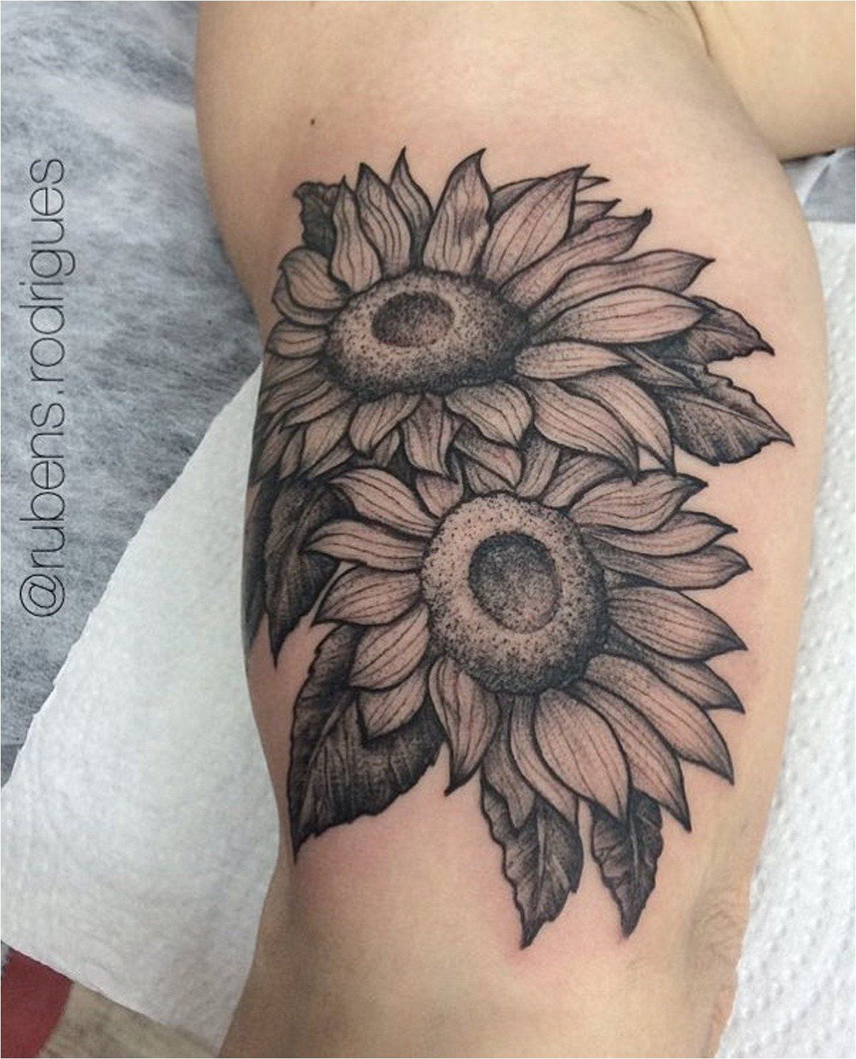 Neo Traditional Sunflower Tattoo : traditional, sunflower, tattoo, Traditional, Sunflower, Tattoo, Black, White, Designs, Ideas