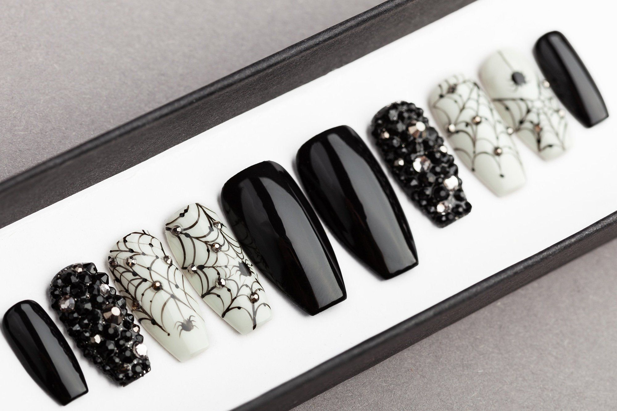 Spiders Webs Halloween Press On Nails With Rhinestones False Nails Glue On Nails Hand Painted Nail Art Fake Nails In 2020 Halloween Press On Nails Glue On Nails Press On Nails