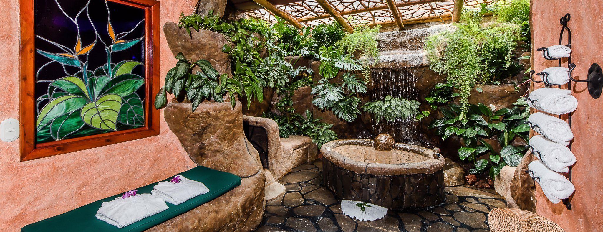 Peace Lodge, Small romantic boutique rainforest hotel near San José ...