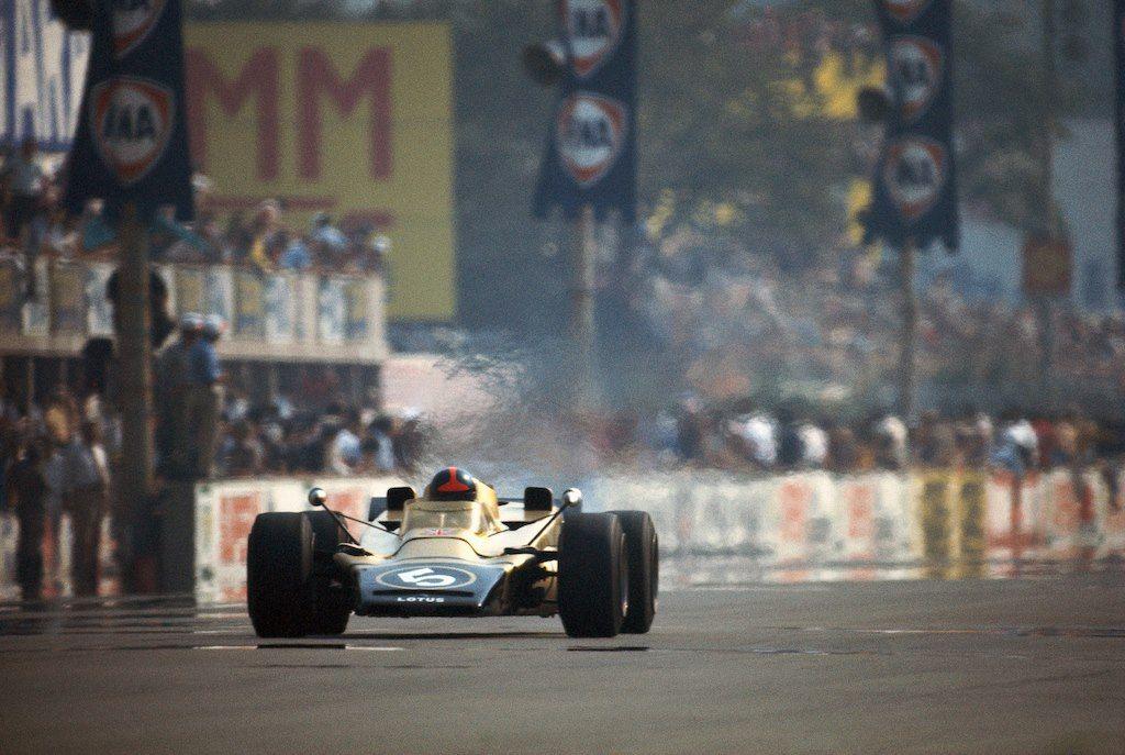 Emerson Fittipaldi - Lotus 56B Turbine Car - 1971 Italian Grand Prix (Monza) [1024x687]