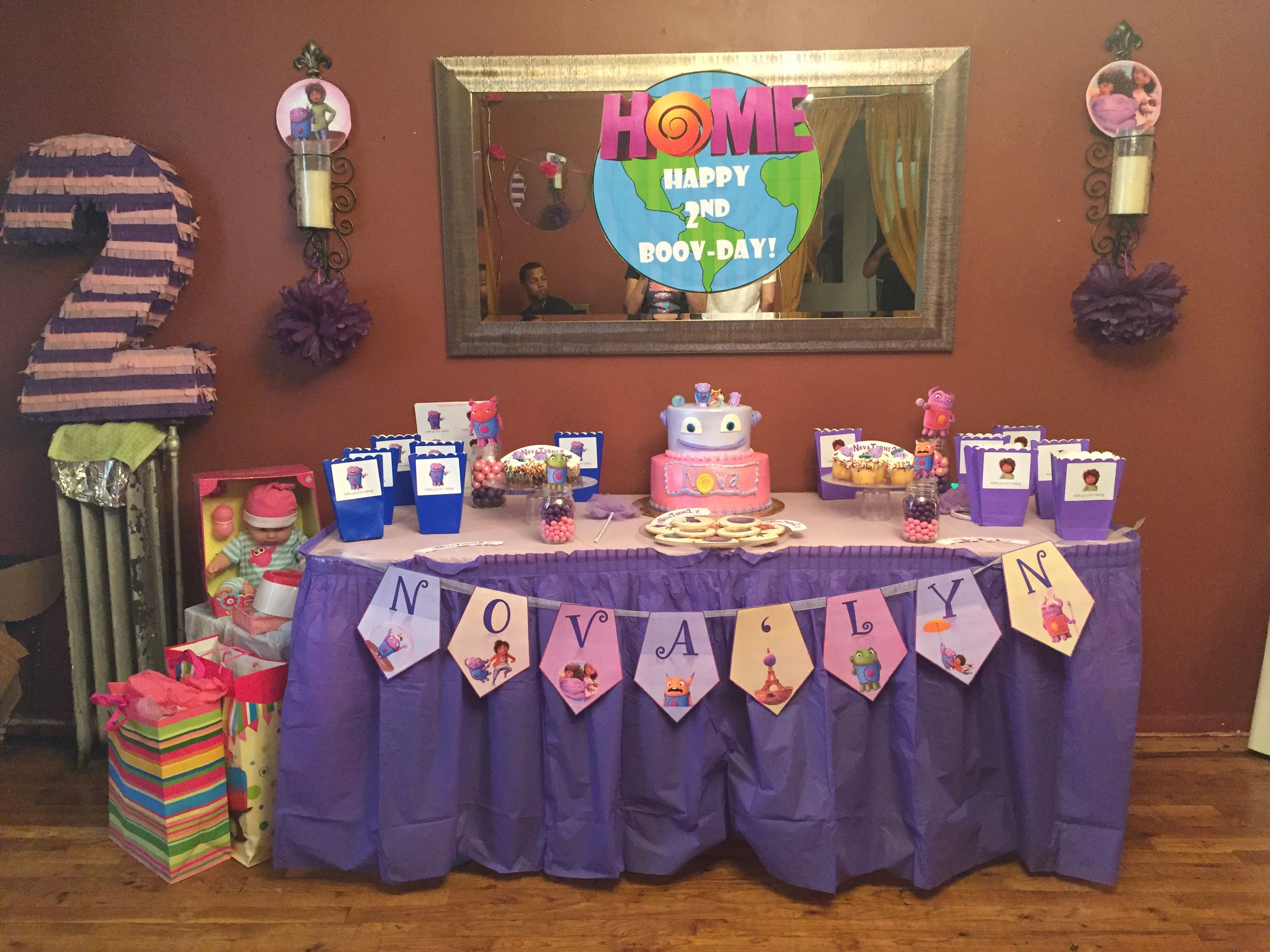 Piñata was also handmade & the banner with her name !! DIY is the way to live!
