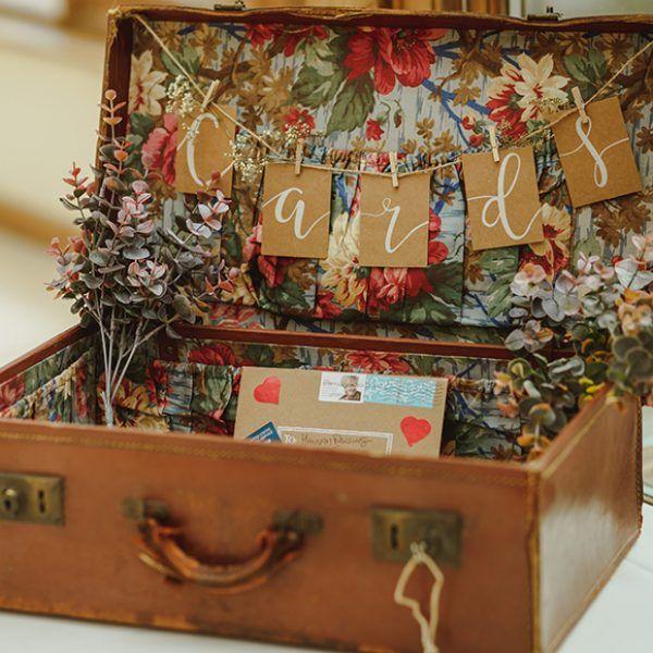 A Personal Summer Wedding #vintagesuitcasewedding