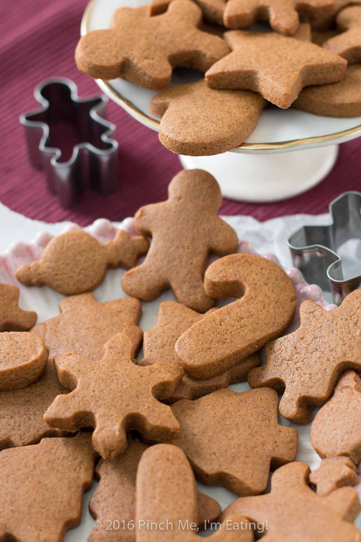 Chewy Gingerbread Cookies | Pinch me, I'm eating!