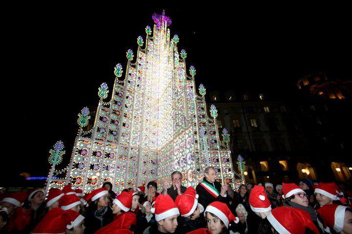 Albero Di Natale A Torino.L Accensione Dell Albero Di Natale In Piazzacastello A Torino Christmas Tree Holiday Christmas