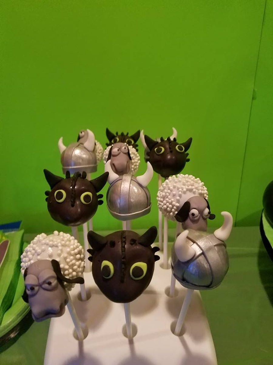 How To Train Your Dragon Themed Cake Amp Cake Pops
