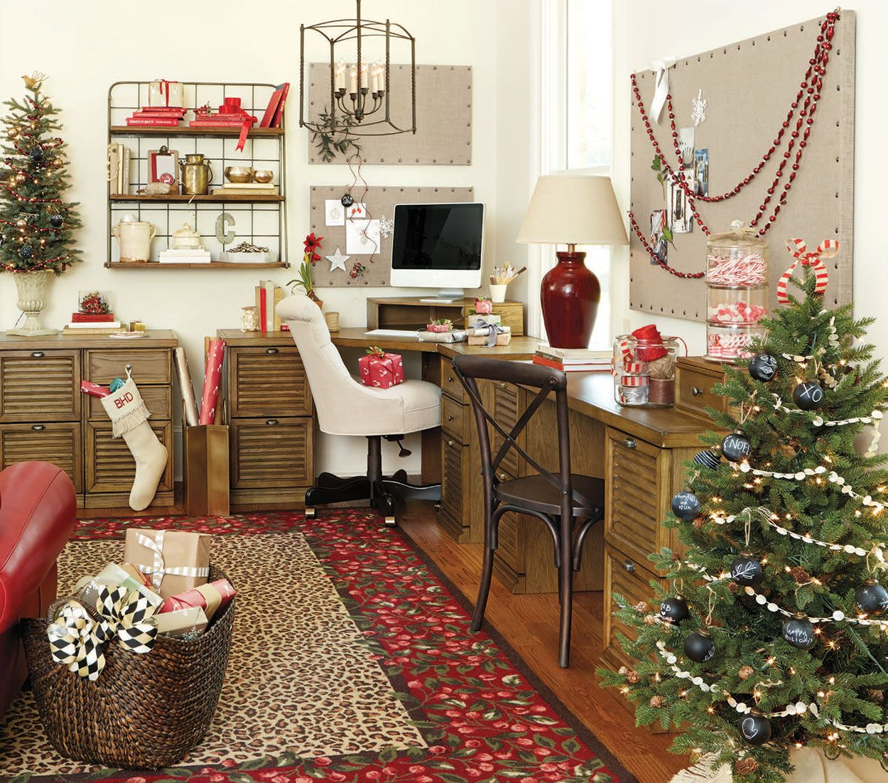 Stylish Home Office Christmas Decoration Ideas And Inspirations Family Holiday Net Guide To Family Holidays On The Internet Home Office Colors Home Office Paint Ideas Office Christmas Decorations