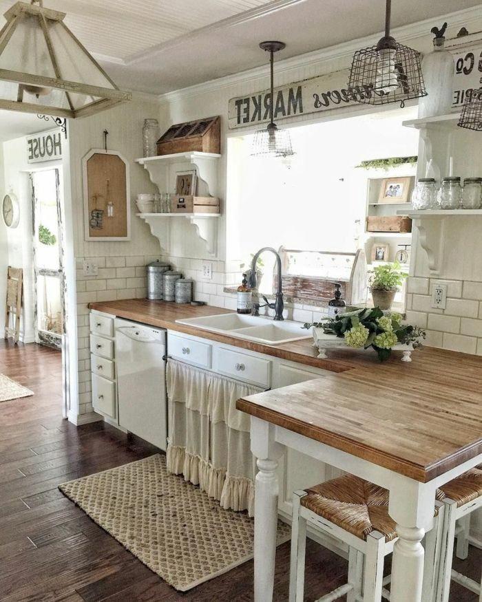Un Lado De La Cocina En Colores Blanco Y Marroncon Alfombra