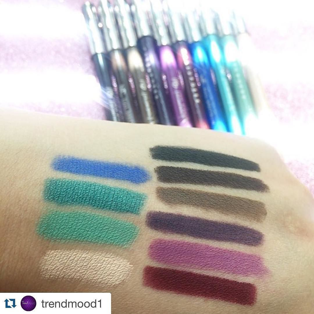 Amona Beauty On Instagram Repost Trendmood1 With Repostapp اقلام الايلاينر من ميكب قيق الالوان متنوعة بين الغا Purple Orchids Deep Purple Makeup Geek