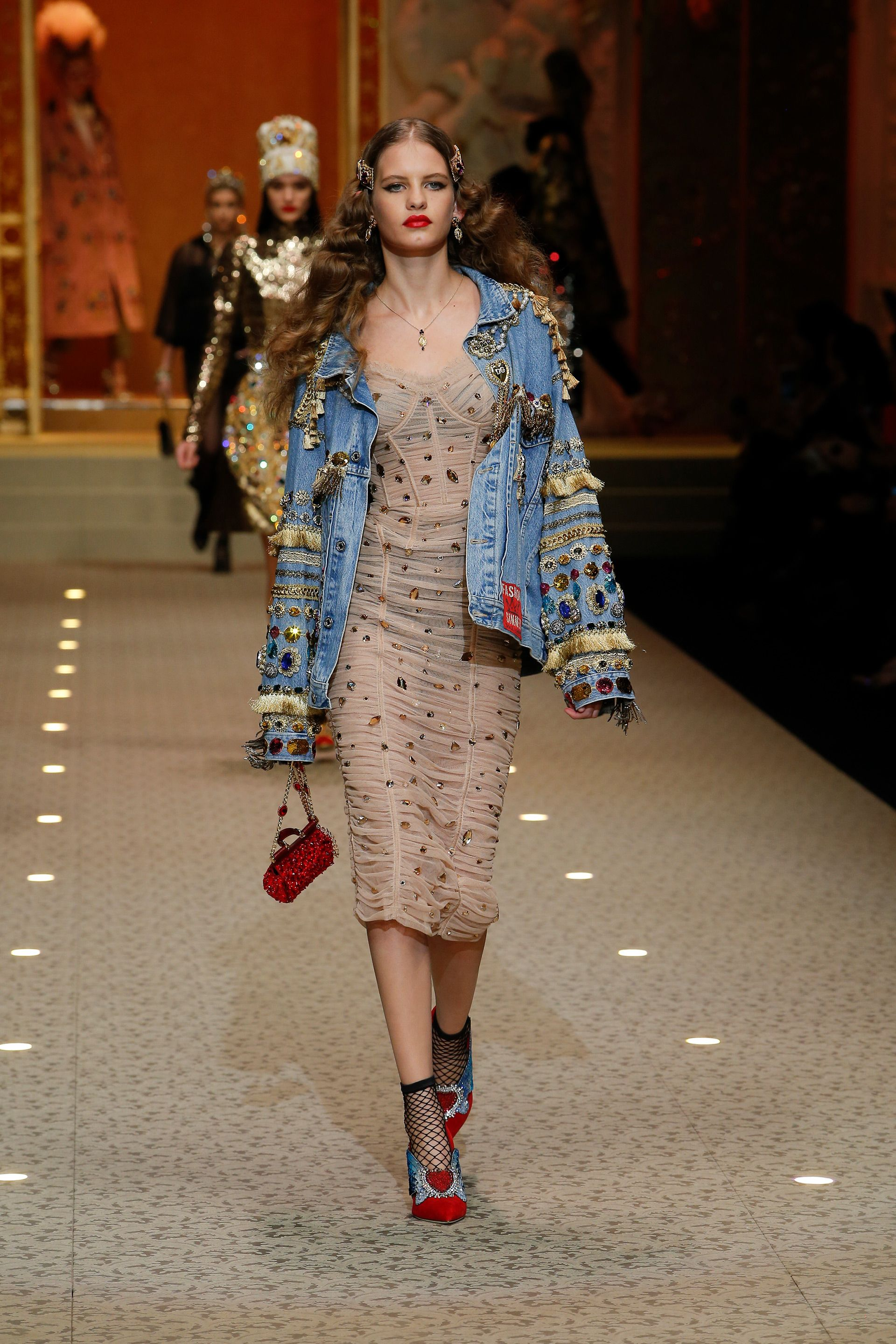 626d723b Discover Videos and Pictures of Dolce & Gabbana Fall Winter 2018-19  Womenswear Fashion Show on Dolcegabbana.com.