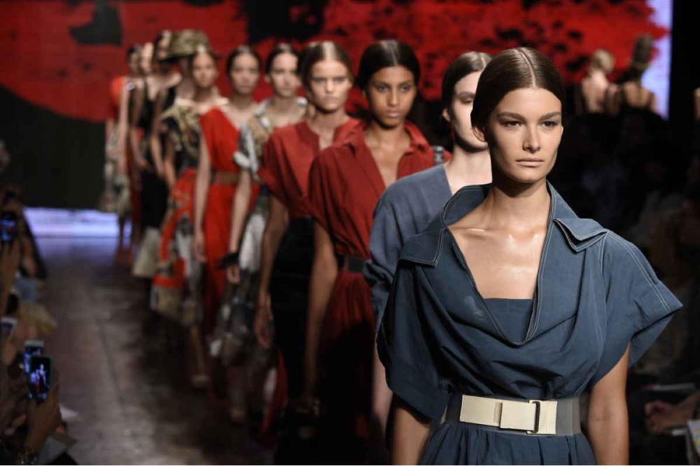 Photo of Fashion week: i migliori tagli uomo e donna che vedremo nei prossimi mesi – Cape…